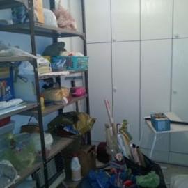 חדר שירות מבולגן לפני פינוי