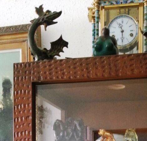 תמונת פסלון הדרקון שנמסר בעת פינוי הדירה באשדוד